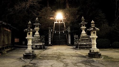 スピリチュアル 夜 神社