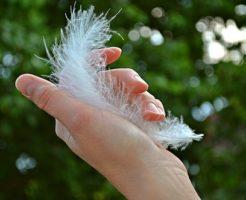 スピリチュアル 爪 白い